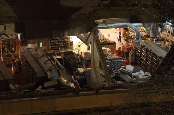 Обрушение строящегося торгового центра в Риге