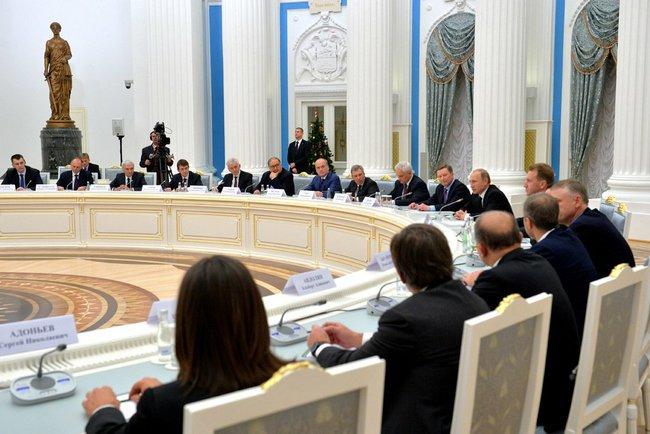 В пятницу на исходе дня Владимир Путин собрал в Кремле олигархов из списка Форбс, чтобы обсудить с ними меры по спасению российской экономики.