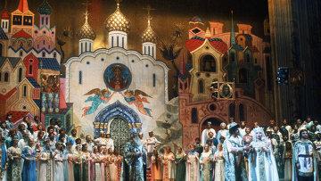 """Сцена из оперы """"Сказание о невидимом граде Китеже и деве Февронии"""" в Большом театре"""