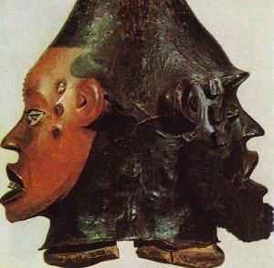 Маска-наголовник Янус. Окрашенное дерево, ткань. Народность боки (экой), Нигерия. Частная коллекция, Париж